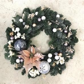 Рождественский венок с Пуансеттией